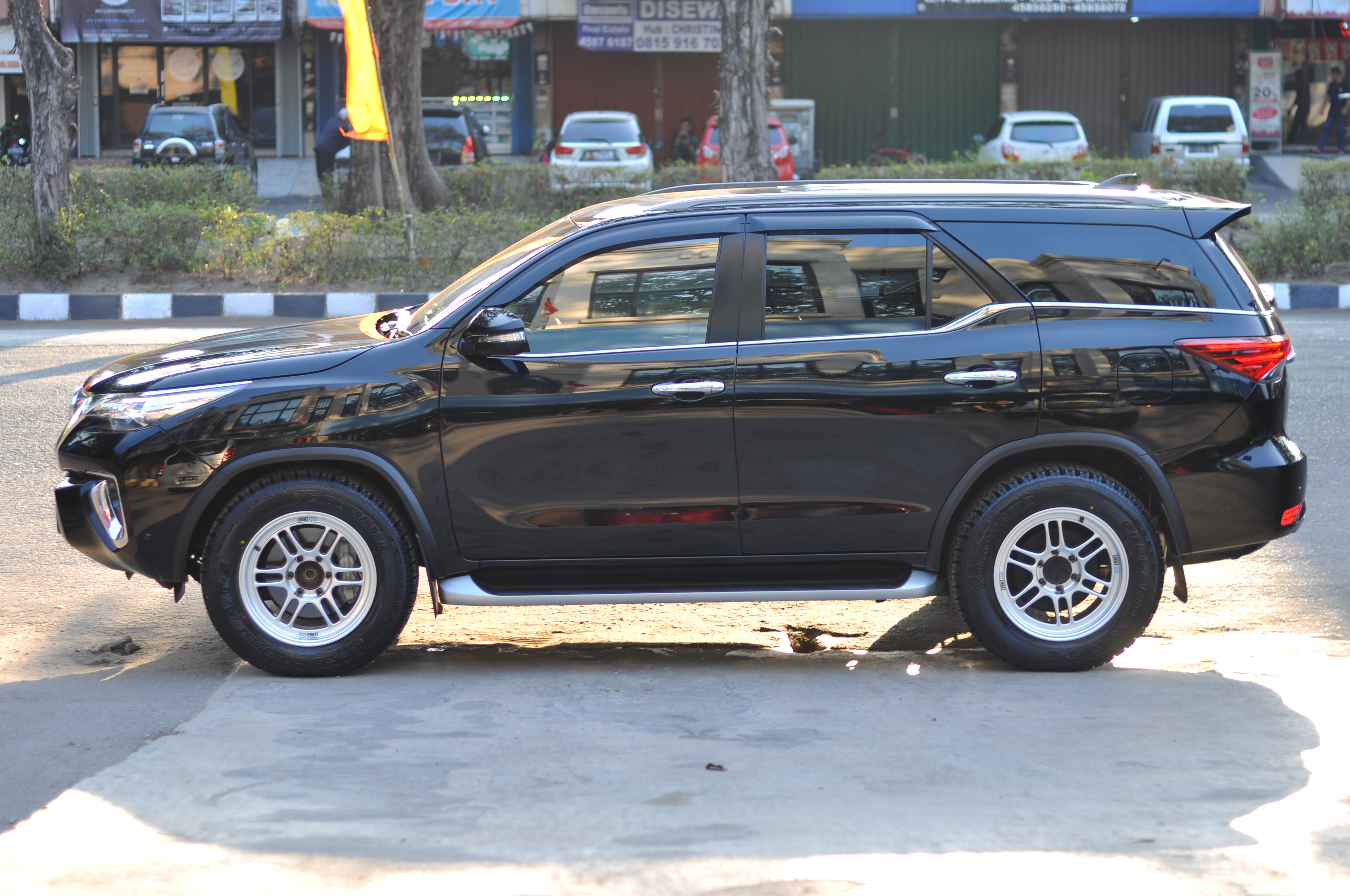 Kelebihan Kekurangan Toyota Fortuner Vrz Spesifikasi